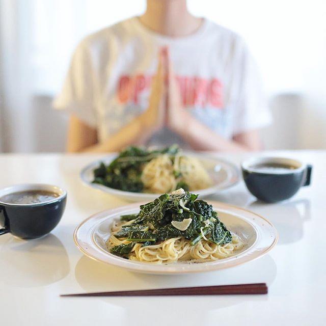 今日の夜ご飯は、カーボロネロの和風パスタ、白菜と玉ねぎと海苔のお味噌汁。うまい! (Instagram)