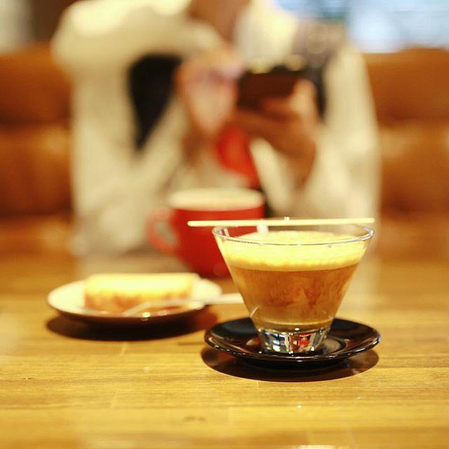 栄のS-5104でコーヒー休憩。ホワイトシェケラートとレモンケーキ。うまい!#オニマガ名古屋散歩 (Instagram)