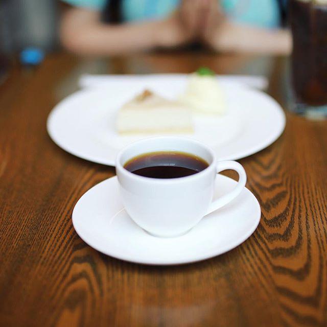 グッドモーニングコーヒー。今日は岐阜に遊びに来たので、YAJIMA COFFEEでコーヒー&チーズケーキ。うまい! (Instagram)