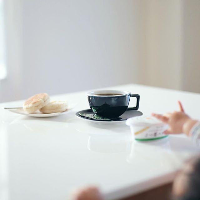 グッドモーニングコーヒー。赤ちゃんが攻めて来た。うまい! (Instagram)