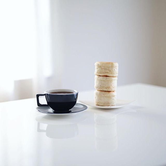 グッドモーニングコーヒー&モクモク手作りファームのもっちりマフィン。うまい!・#モクモクファーム #モクモク #マフィン #モーニングコーヒー #朝ごはん #コーヒー #coffee #morningcoffee (Instagram)