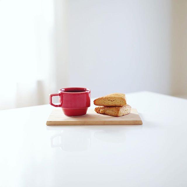 Locco Locoおやつ工房の甘夏スコーンでグッドモーニングコーヒー。昨日の杜の宮市で買ってきたやつ。うまい! (Instagram)