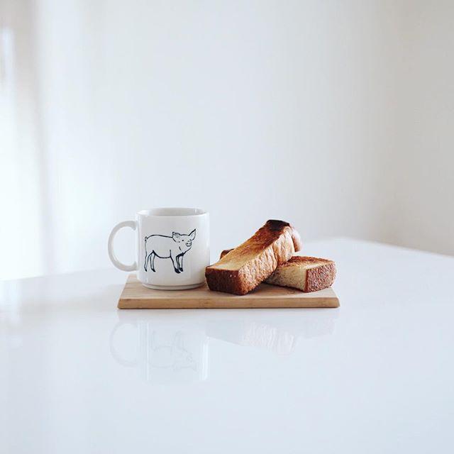 グッドモーニングコーヒー&トースト。何もつけない素のトーストが一番好きかもしれない。うまい! (Instagram)