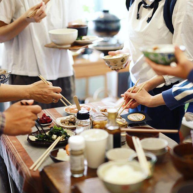 今日はおにぎりやさんの炊きたて土鍋ごはんをみんなで食べる朝ごはん会atモーント。ごはんのお供を持ち寄りで贅沢なモーニング。うまい! (Instagram)
