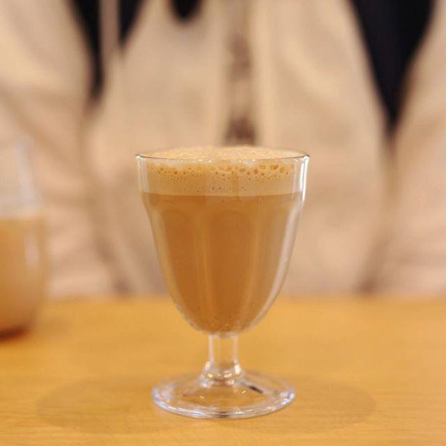 円頓寺のROWS COFFEEでコーヒー休憩。初ラテシェケラート。うまい!#オニマガ名古屋散歩 (Instagram)