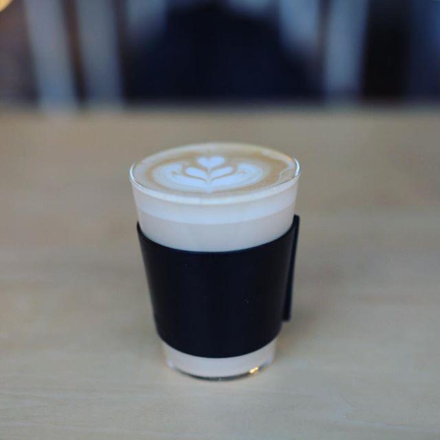 ヌーク&クラニーでコーヒー休憩。塩と蜂蜜のカフェラテ。うまい! (Instagram)