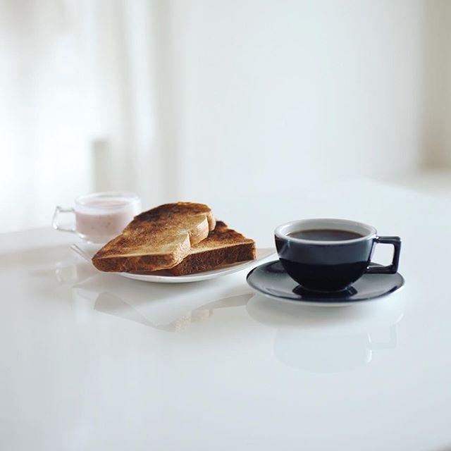 グッドモーニングコーヒー&パインフィールズマーケットの食パンで蜂蜜トースト。うまい! #pinefieldsmarket (Instagram)