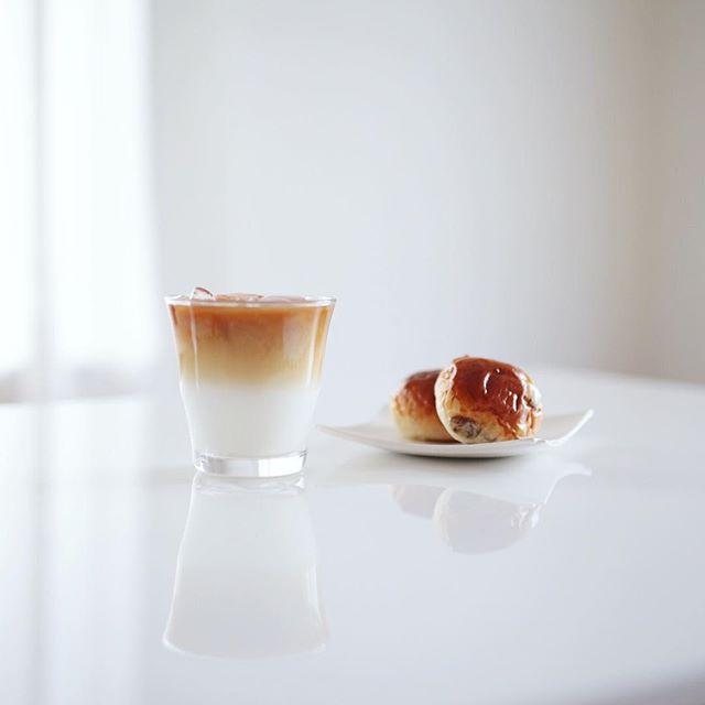 グッドモーニングアイスカフェオレ&高山のシェリールのレーズンパン。うまい! (Instagram)
