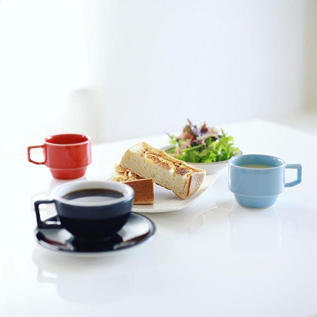 グッドモーニングコーヒー& #一本堂 のチーズゆたか食パンのトースト、そら豆のポタージュスープ、サラダ。うまい! (Instagram)