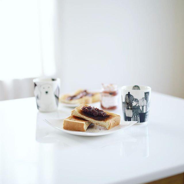 グッドモーニング小倉トースト&カフェオレでザ・名古屋モーニング。今日は大須ベーカリーの食パンとツバメヤのあんこ。うまい! (Instagram)