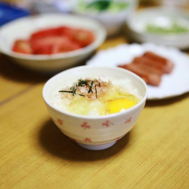 グッドモーニング実家の朝ごはん。揖斐川ワンダーピクニックに遊びに行ったついでに帰省して卵かけごはん。うまい! (Instagram)