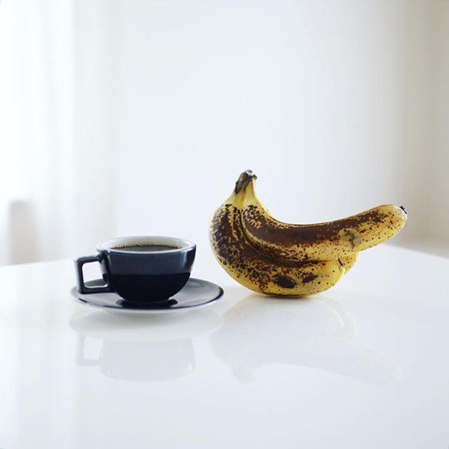 グッドモーニングコーヒー&バナナ。バナナもここまで熟してから食べるとめちゃんこ美味しいね。うまい! (Instagram)