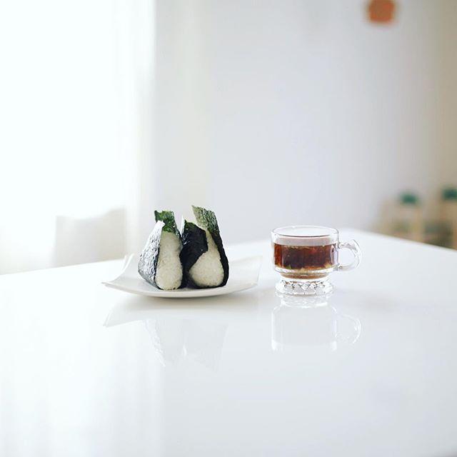 グッドモーニングツナマヨおにぎり&お味噌汁。うまい! (Instagram)