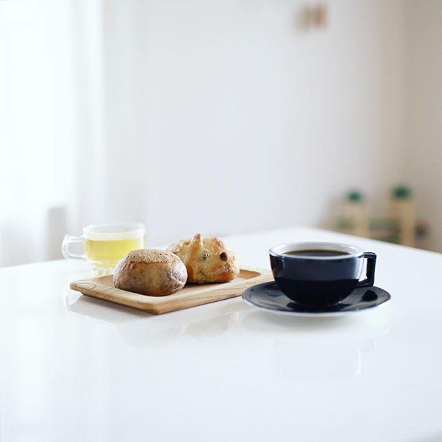SURIPUのあんぱんとレーズンパンでグッドモーニングコーヒー。うまい! (Instagram)