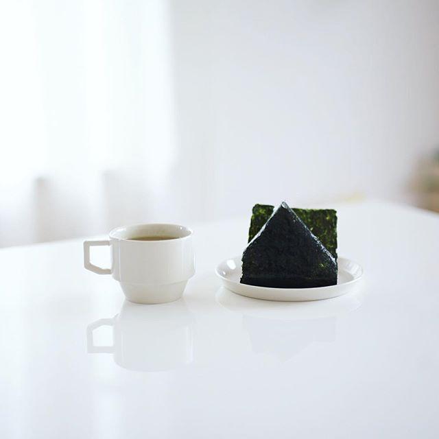 グッドモーニング梅おにぎり&梅昆布茶。うまい! (Instagram)