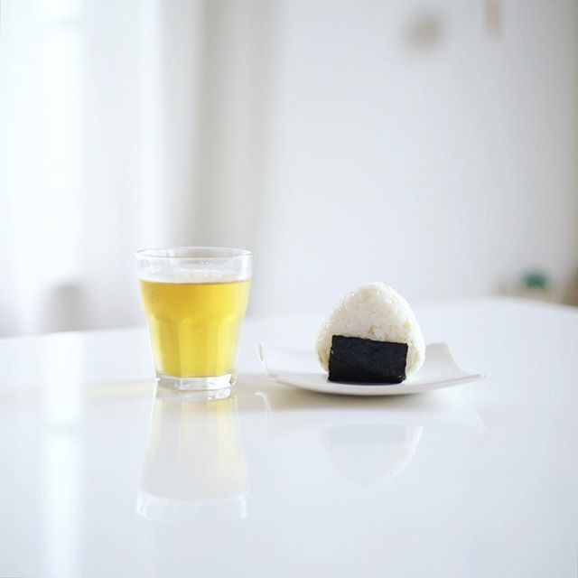 グッドモーニング新生姜の炊き込みごはんおにぎり&水出しほうじ茶。うまい! (Instagram)