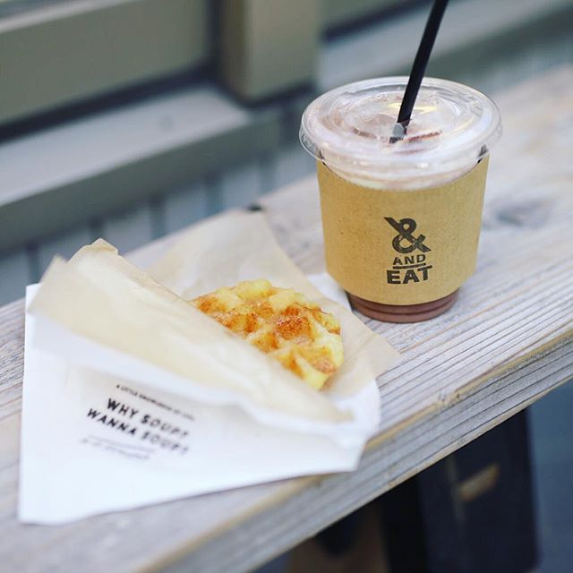 名古屋パルコに来たので、is it soup?の新作のポテトワッフルと、&EATの新作の純ココアでおやつの時間。うまい!#オニマガ名古屋散歩 (Instagram)