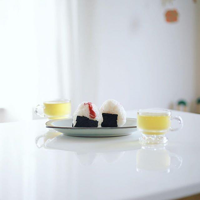 グッドモーニング梅ごはんおにぎり&水出しほうじ茶。うまい! (Instagram)