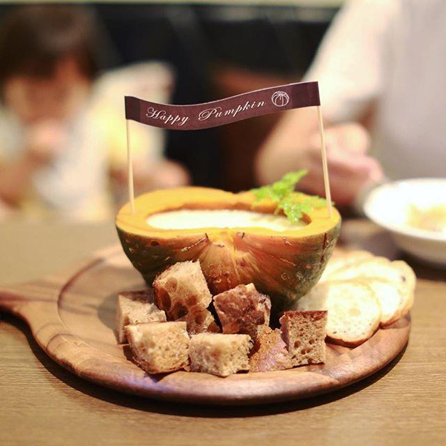 矢場町のぶりこにスチームカボチャのチーズフォンデュを食べに来たよ。南瓜半切れにチーズたっぷりで皮まで全部食べられるやつ。めちゃくちゃうまい!#オニマガ名古屋散歩 (Instagram)