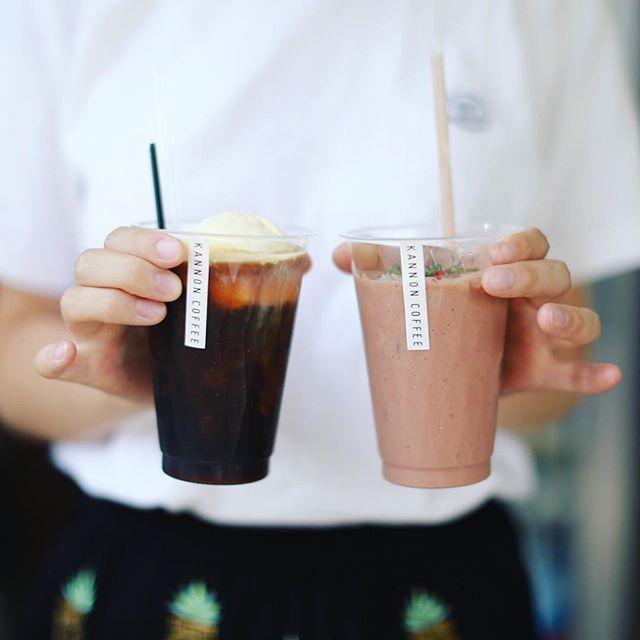 KANNON COFFEEのコーヒーフロートとラズベリーモカスムージーでおやつタイム。うまい!#オニマガ名古屋散歩・#カンノンコーヒー #大須カフェ #コーヒースタンド #名古屋カフェ (Instagram)