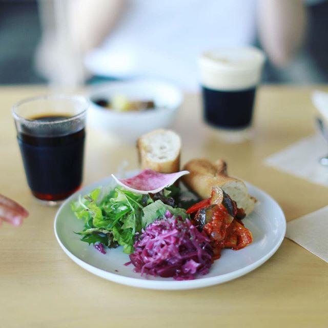 Nook & Crannyでモーニングが始まったのでさっそく食べに来たよ。コーヒー&デリ2種類とサラダとパンのセット。うまい!#オニマガ名古屋散歩・#ヌークアンドクラニー #名古屋モーニング #名古屋カフェ #nookandcranny #nagoyacafe #国際センター #名駅カフェ (Instagram)