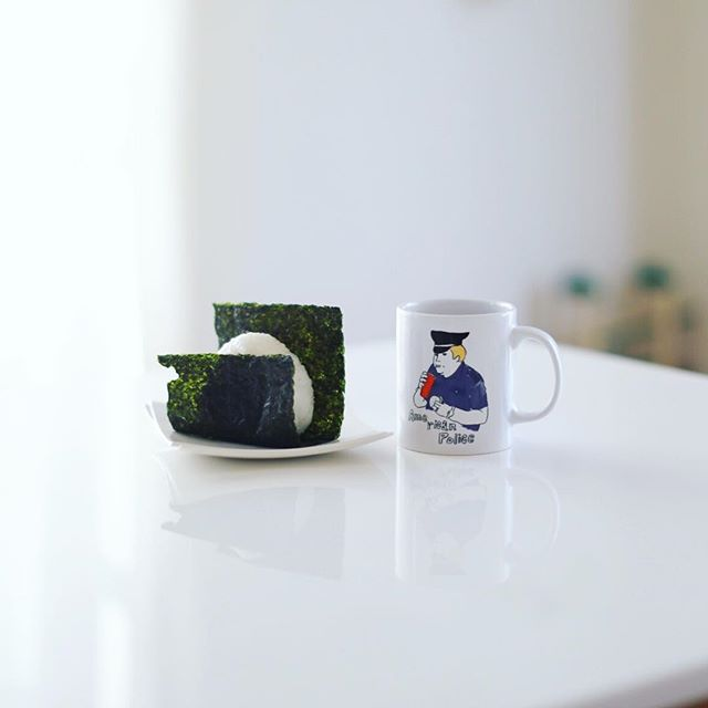 グッドモーニング梅おにぎり&お味噌汁。うまい!今日はPICマガジン名古屋写真部。晴れたー。 (Instagram)