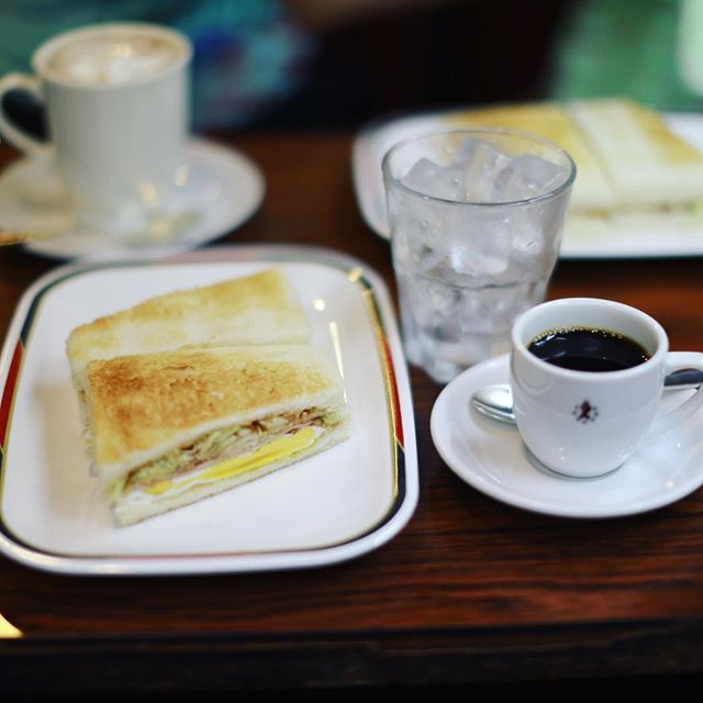 コンパル大須本店にモーニングしに来たよ。ハムチーズトースト&アイスコーヒー。コンパルのアイスコーヒーは自分で作る楽しいやつ。うまい!#オニマガ名古屋散歩 (Instagram)