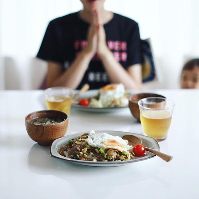 今日のお昼ご飯はガパオライス。うまい! (Instagram)