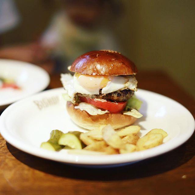 新栄にオープンしたハンバーガー屋さんTHE BISHOPにハンバーガー食べに来たよ。うまい!#オニマガ名古屋散歩・#thebishop #ビショップ (Instagram)