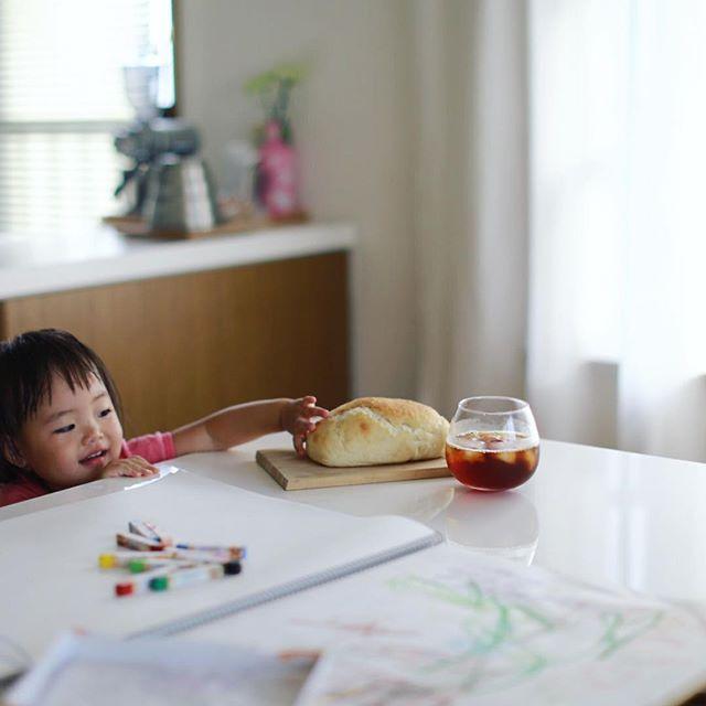 グッドモーニングアイスコーヒー&レキップドコガネイのキタノアカリ。うまい! (Instagram)