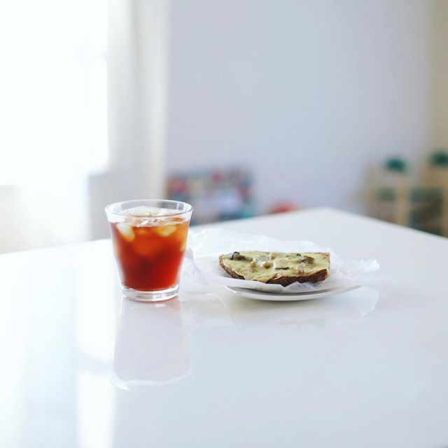 大須ベーカリーのクロックムッシュでグッドモーニングコーヒー。朝イチのできたて。うまい! (Instagram)