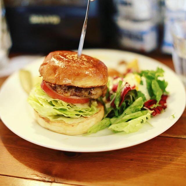 円頓寺のTHE CORNER Hamburger&Saloonにハンバーガー食べに来たよ。うまい!#オニマガ名古屋散歩 (Instagram)