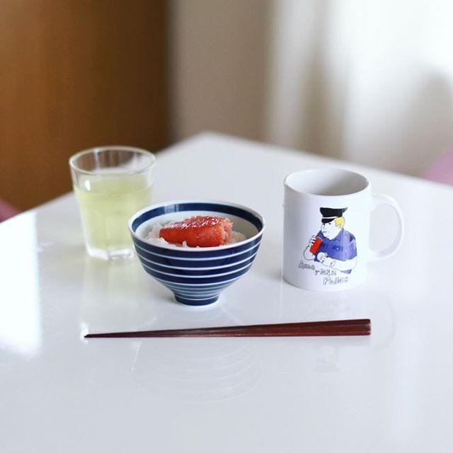 グッドモーニング明太子ごはん&お味噌汁。かねふくのめんたいパークのお土産にどっさりもらったー。うまい! (Instagram)