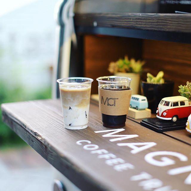 名駅のMAGNI'S COFFEE TRUCKで水出しコーヒー&ぷるるんコーヒーゼリーラテ&ドイツ風バゲットドッグ休憩。うまい!#オニマガ名古屋散歩 (Instagram)