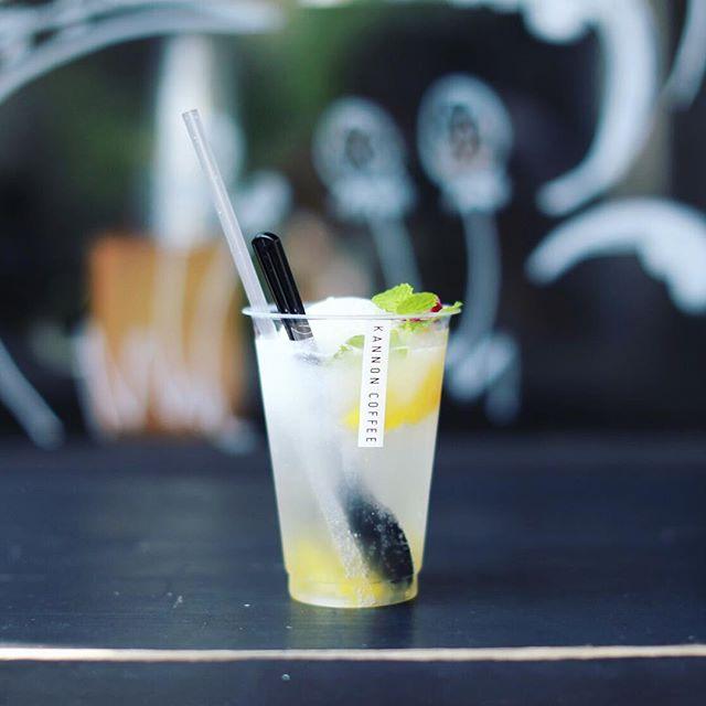 KANNON COFFEEの新作フロートでおやつ休憩。パインソーダ+自家製フローズンヨーグルト。うまい!#オニマガ名古屋散歩 (Instagram)