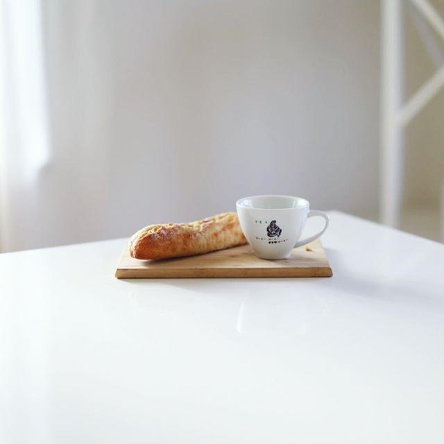 豊田のコンテンツニシマチのまいにちパン屋さんで買ってきたRisoのナッツフランスでグッドモーニングコーヒー。うまい! (Instagram)