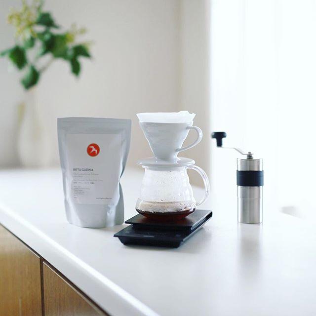 グッドモーニングコーヒー。今週の豆はフグレンのエチオピア・ビフトゥ・グディナ。これめちゃんこ美味しいなぁ。紅茶やね。うまい!・#fuglen #fuglencoffee (Instagram)