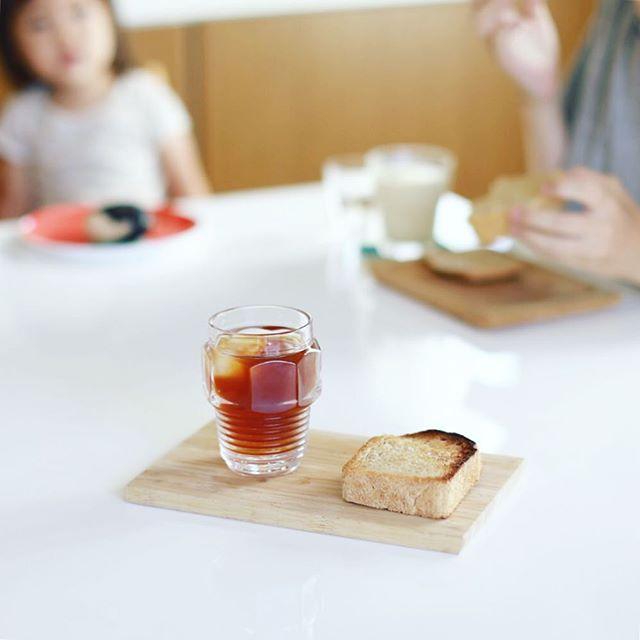 パンドール丸武の全粒粉食パンと水出しコーヒーでグッドモーニングコーヒー。うまい! (Instagram)
