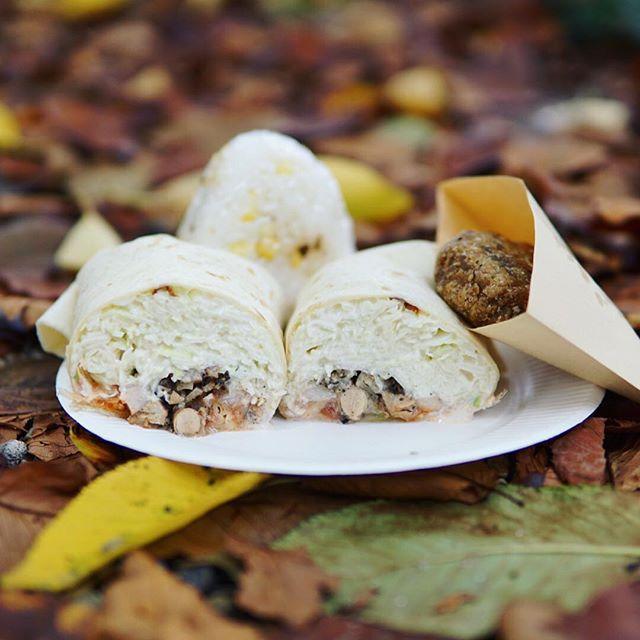東別院てづくり朝市に遊びにきたよ。Sayulitaのチキンサラダブリトーとフレイトレシピの揚げじゃが丸でお昼ごはん。うまい!#オニマガ名古屋散歩 (Instagram)