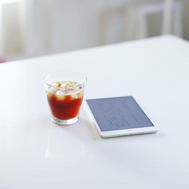 グッドモーニングアイスコーヒー。朝から読書。うまい! (Instagram)