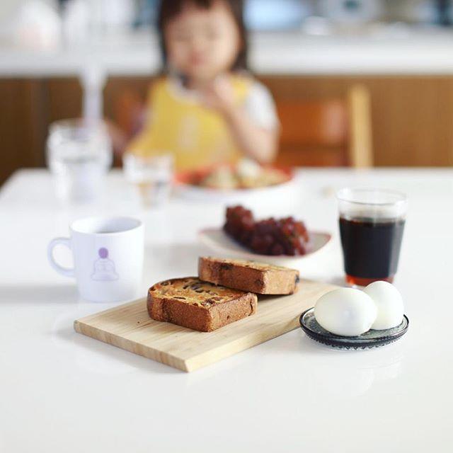 モクモク手づくりファームのスペシャルハニーレーズンブロードでグッドモーニングコーヒー。ゆで卵をつけると名古屋風モーニング感が増すね。うまい! (Instagram)