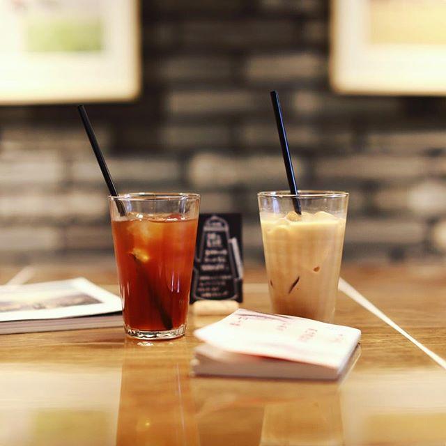 S-5104でアイスコーヒー休憩。読書の夏月間で本がいっぱいあるよ。うまい!#オニマガ名古屋散歩・#s5104 #栄カフェ #名古屋カフェ (Instagram)