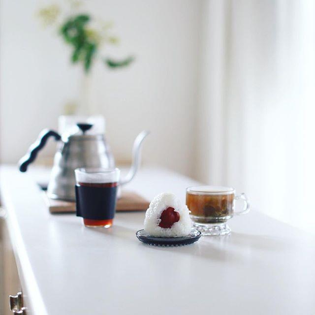 グッドモーニングコーヒー&おにぎり&お味噌汁。うまい! (Instagram)
