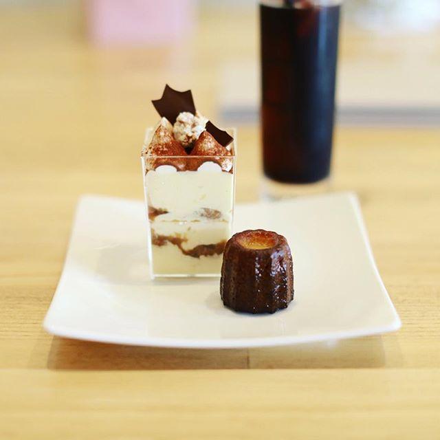 鶴舞に新しくできたケーキ屋さんLoop&loopにおやつ食べに来たよ。ティラミス&カヌレ。うまい!#オニマガ名古屋散歩・#loopandloop #鶴舞カフェ (Instagram)