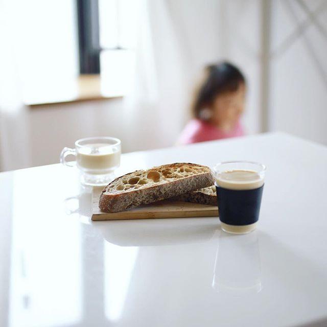 グッドモーニングコーヒー&スーリープーのカンパーニュではちみつバタートースト。うまい! (Instagram)