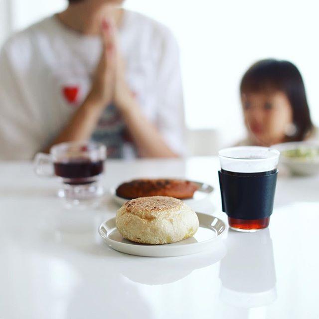 グッドモーニングコーヒー&カレーパン。昨日のカレーパンサミットから食べ続けたカレーパンもやっと最後。うまい! (Instagram)