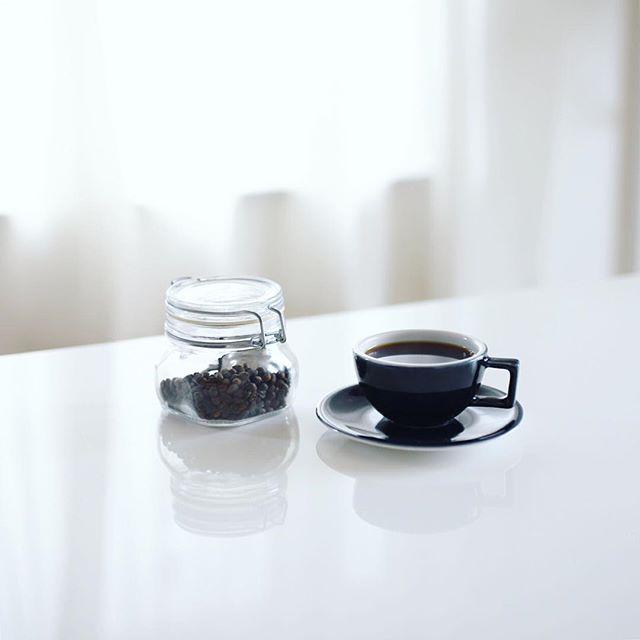 グッドモーニングコーヒー。1年半ぶりくらいにコーヒー豆の自家焙煎を再開!前は手網焙煎という手法を2年くらい研究してたけど、今回はもっと原始的なフライパン焙煎。ということで豆もエチオピア。これは手網より簡単でいいなぁ。うまい! (Instagram)