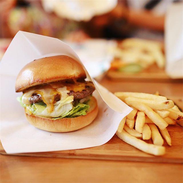 長者町のGrillmanにハンバーガー食べに来たよ。うまい!#オニマガ名古屋散歩・#グリルマン (Instagram)
