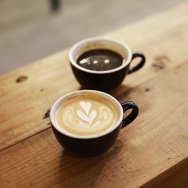 Saturdays Surf NYCでコーヒー休憩。カフェラテとドリップコーヒー。うまい!#オニマガ名古屋散歩 (Instagram)