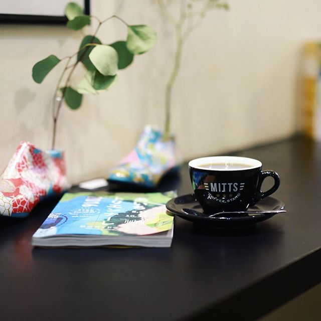 MITTS COFFEE STANDでコーヒー&読書休憩。雨もやんだので長者町のあいちトリエンナーレを見て回る作戦タイム。うまい!#オニマガ名古屋散歩 ・#ミッツコーヒースタンド #伏見カフェ (Instagram)